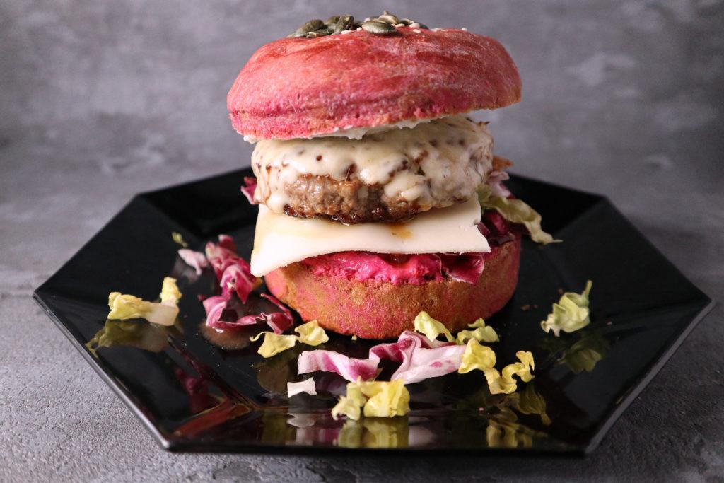 Farbenfroh, histamin-, fructose- und sorbitarm. Meine selbst gemachten rosa Burger schmecken jedem, auch Menschen ohne Intoleranz.