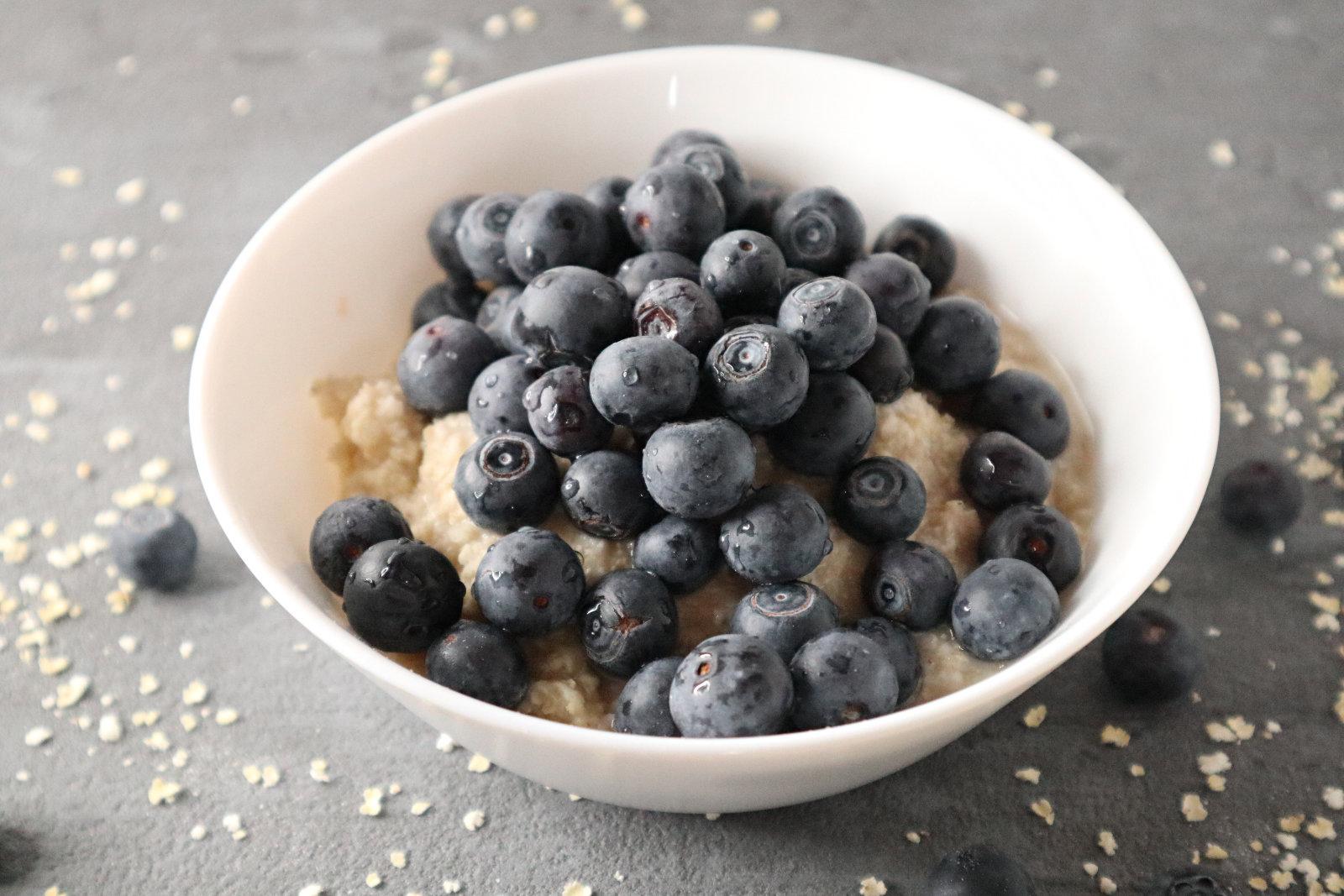 Porridge mit Hirseflocken