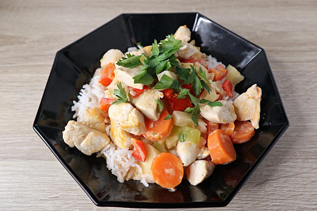 Diese Hähnchen-Gemüse-Pfanne mit Basmatireis kann gut abgewandelt werden. Sie ist histaminarm und sehr schnell zubereitet.