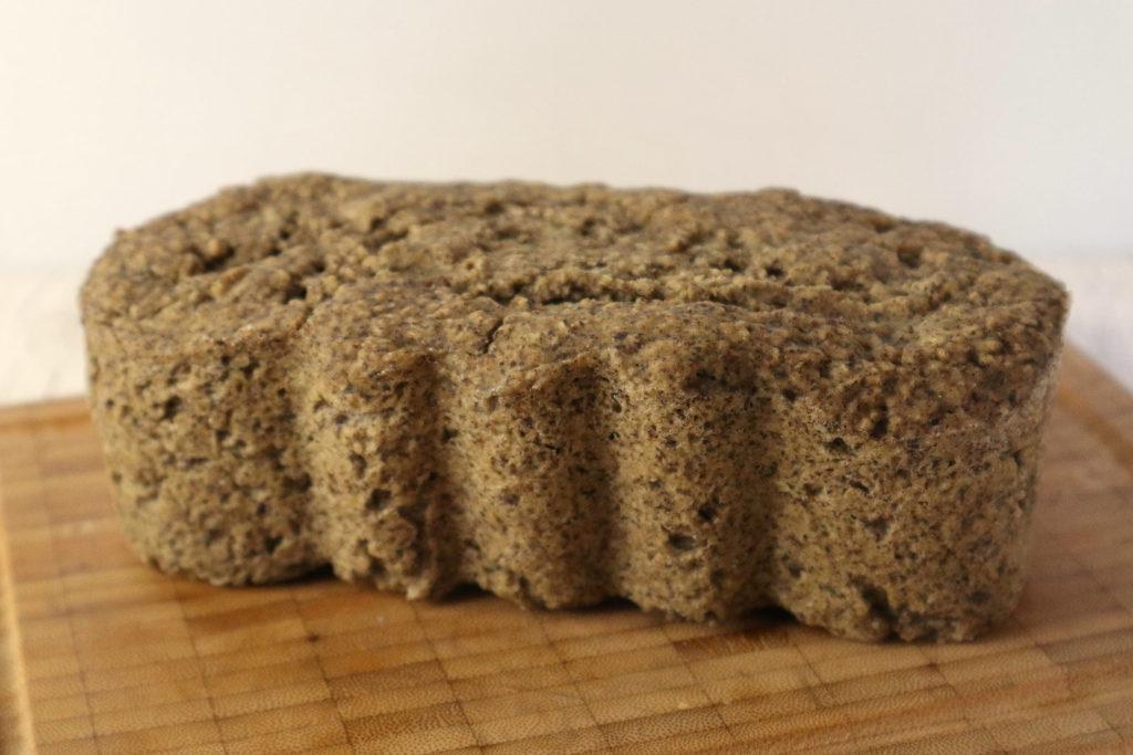 Hier findet ihr ein Rezept für ein glutenfreies Hanf-Reis-Brot, das zudem histaminarm und laktosefrei sowie ei- und sojafrei ist.