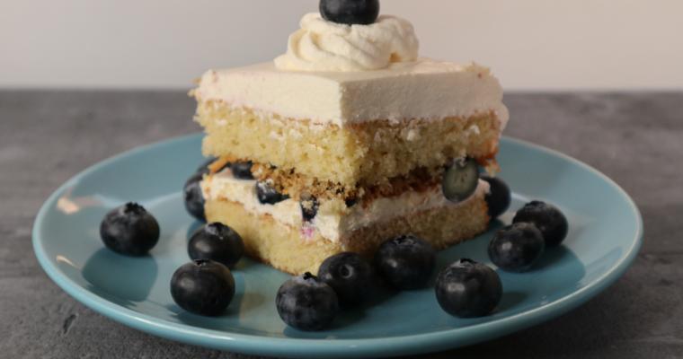 Layer Cake mit Heidelbeeren