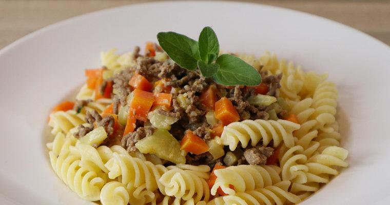 Hackfleisch-Soße mit Möhren und Zucchini