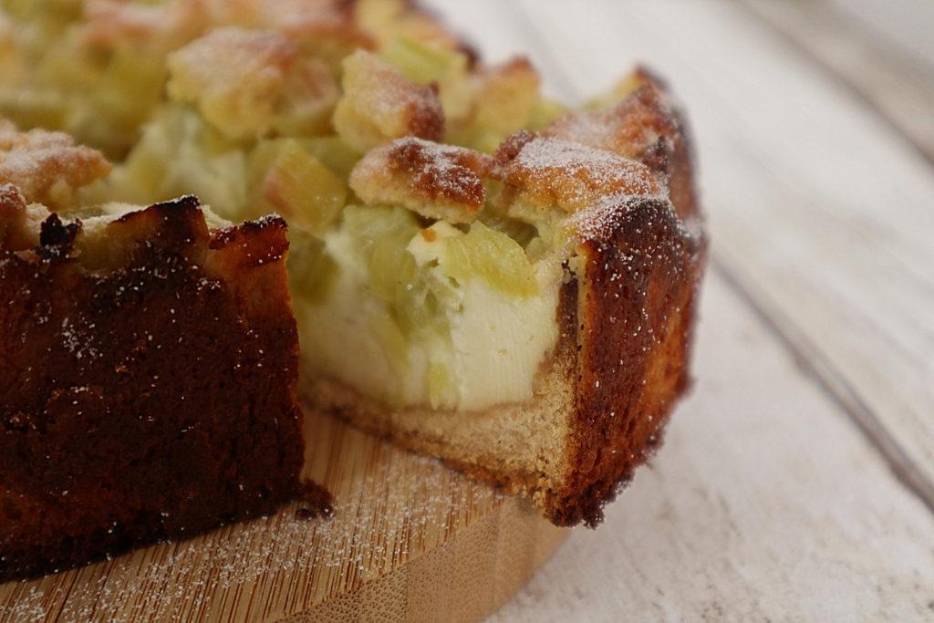 Wie wäre es mal mit diesem leckeren Rezept: Glutenfreier Rhabarber-Käsekuchen mit Streuseln. Er ist zudem histamin- und fructosearm und laktosefrei.