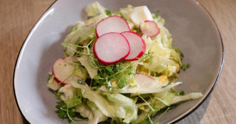 Salat mit Kresse und Ei