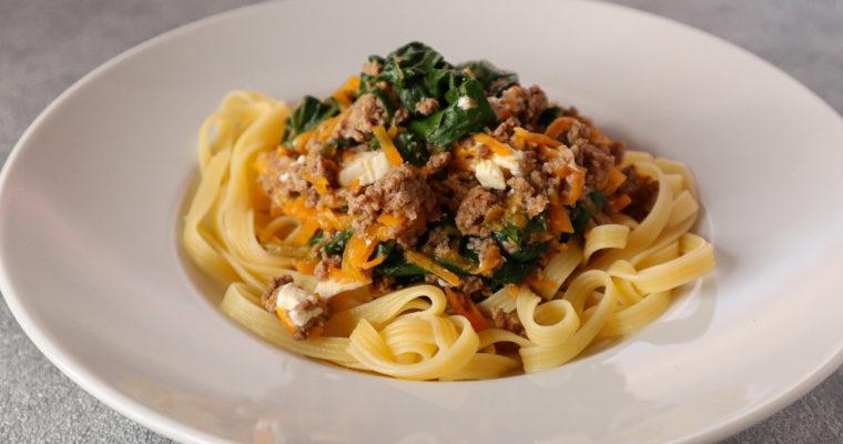 Glutenfreie Pasta mit Hack-Mangold-Möhren-Sosse
