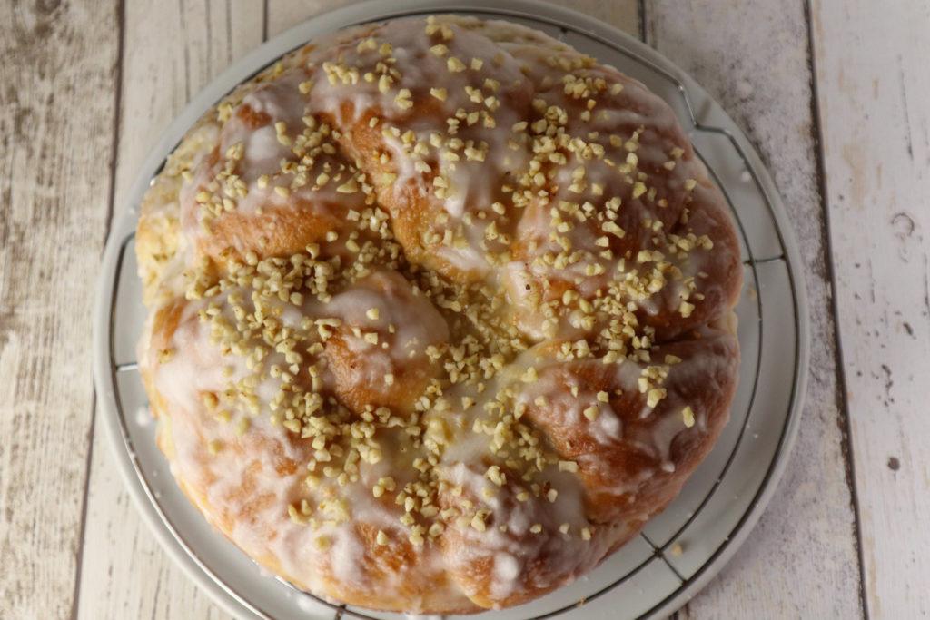 Ihr vertragt Hefe? Dann testet doch mal meinen Hefekuchen mit Marmelade. Histamin- und fructosearm, dazu laktosefrei zu backen.