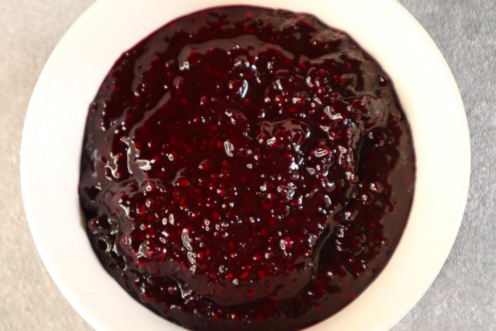 Schnelle Brombeer-Marmelade ist ganz fix gemacht und sehr lecker. Sie ist histamin- und fructosearm und glutenfrei gebunden.