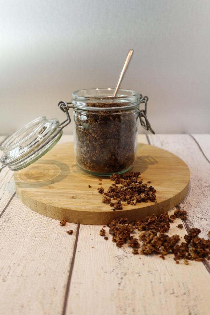 Selbstgemachtes Granola-Knuspermüsli ist ziemlich schnell zubereitet. Die Besonderheit hier ist, dass es histamin- und fructosearm ist.