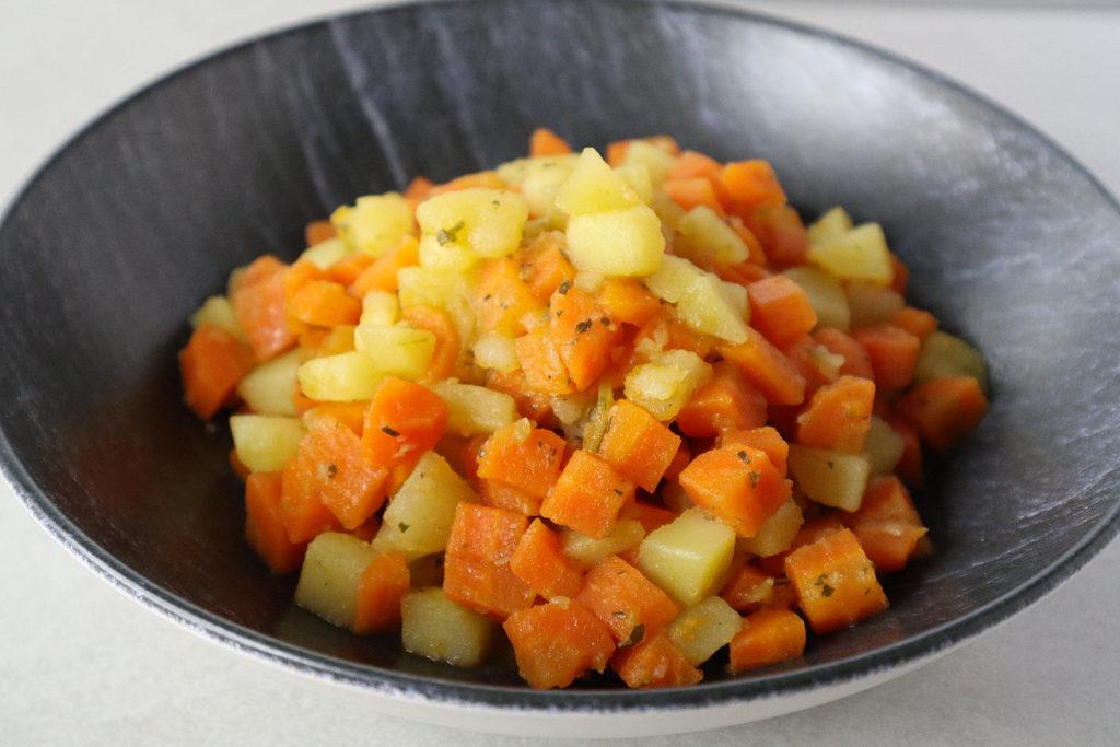 Dieser Kartoffel-Möhren-Topf ist super schnell gemacht und sättigt gut. Er ist histamin- und fructosearm sowie gluten- und laktosefrei.