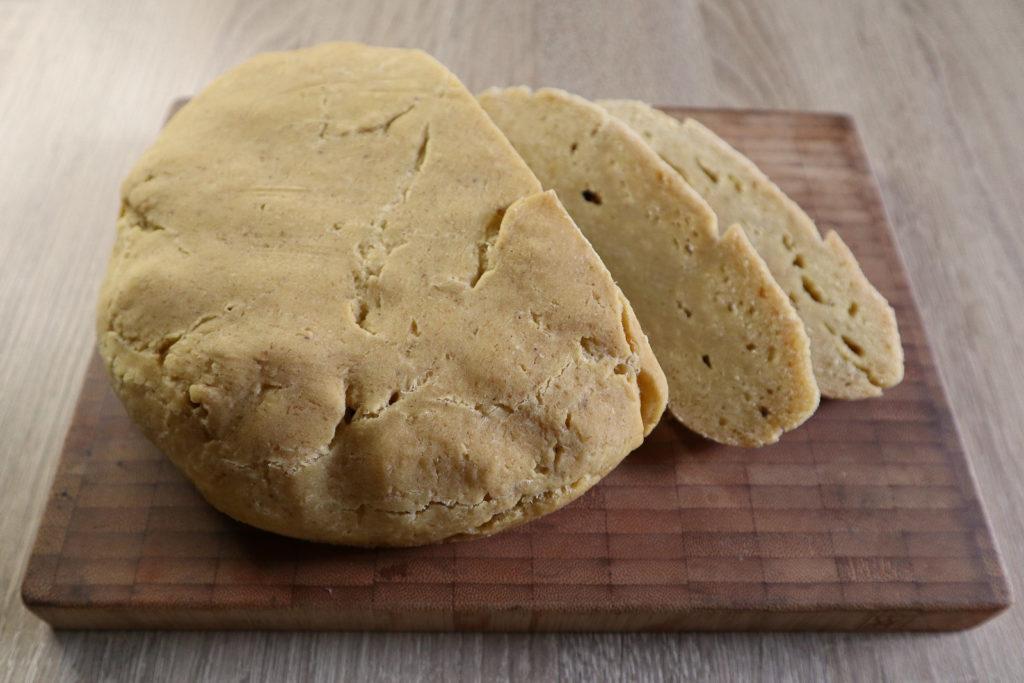 Maisbrot ohne Hefe ist fix zusammen gerührt und passt sowohl zum süßen als auch herzhaftem Frühstück. Es ist histamin- und fructosearm und glutenfrei.