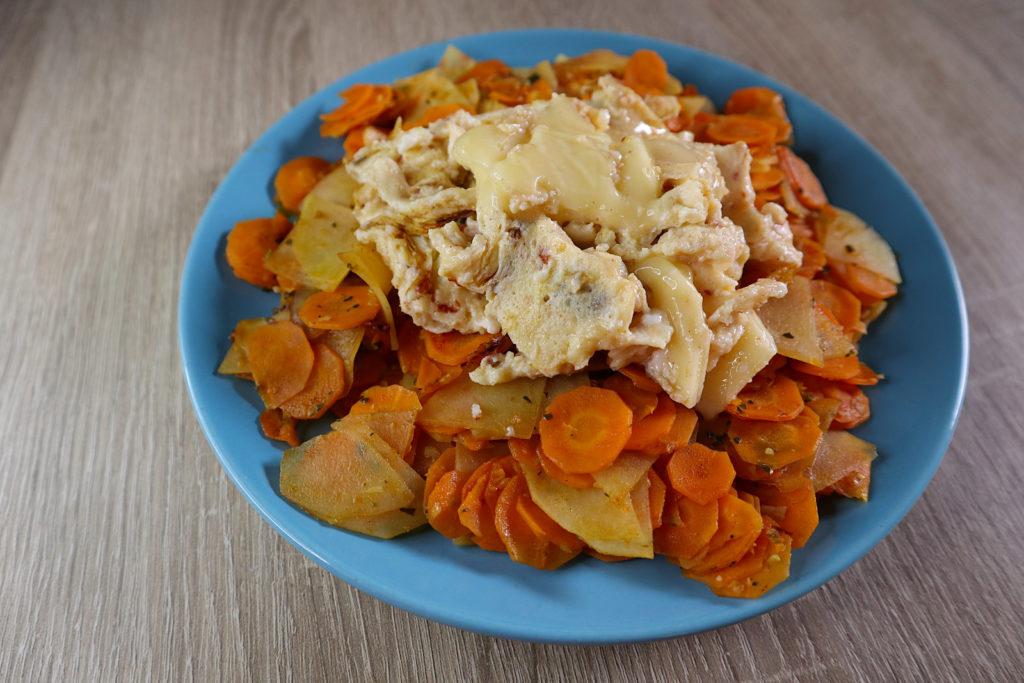 Dieses Karotten-Kartoffel-Gemüse mit Rührei ist schnell zubereitet und lecker. Es ist histamin- und fructosearm.