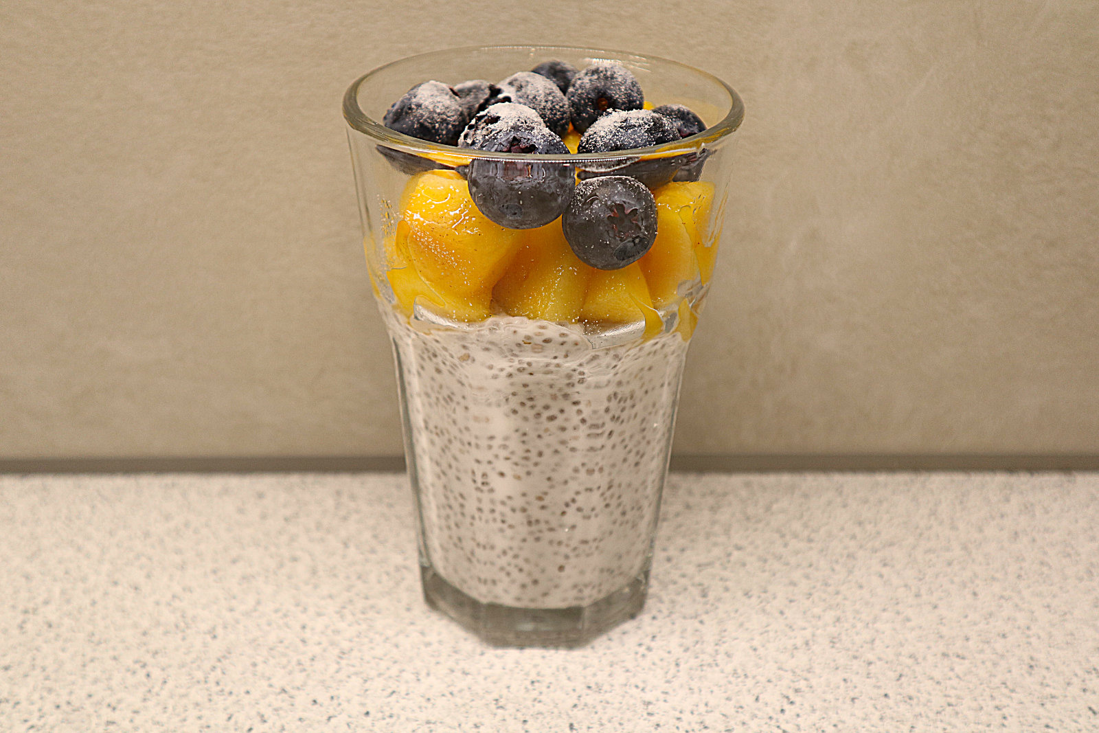 Chia-Pudding mit Obst