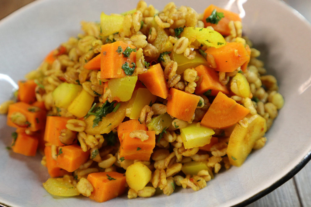 Heute habe ich ein super leckeres Rezept für euch: Eine histamin- und fructosearme Dinkelpfanne mit Gemüse.
