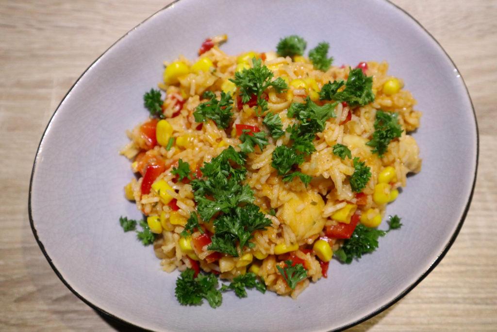 Diese One Pot Reispfanne mit Fisch ist sehr schnell gemacht, histamin- und fructosearm sowie gluten- und laktosefrei.