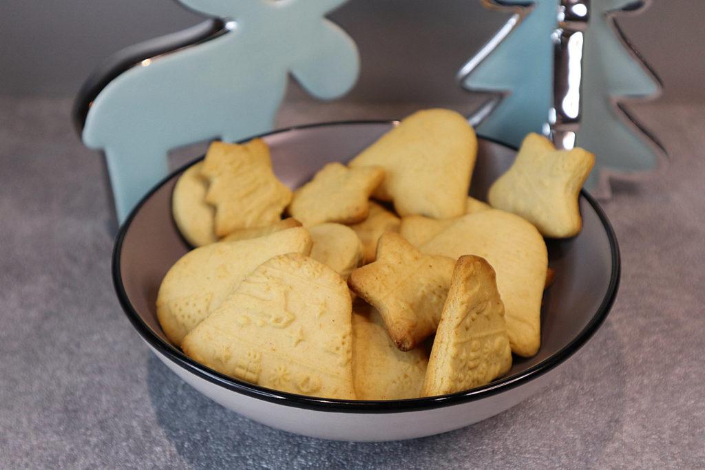 Diese Ausstechplätzchen sind histamin- und fructosearm und sehr schnell und ohne Mühen zubereitet. Sie werden mit Dinkelmehl gemacht.