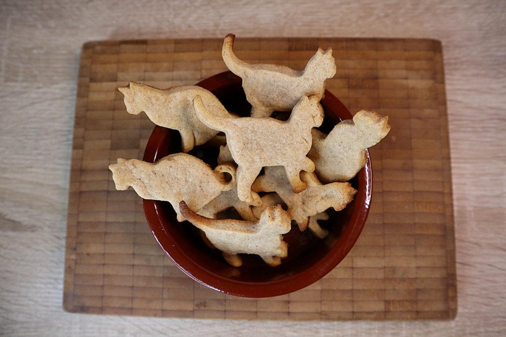 Diese Butter-Erdmandel-Kekse sind histamin- und fructosearm und durch den verwendeten Zimt auch super als Weihnachtsgebäck geeignet.