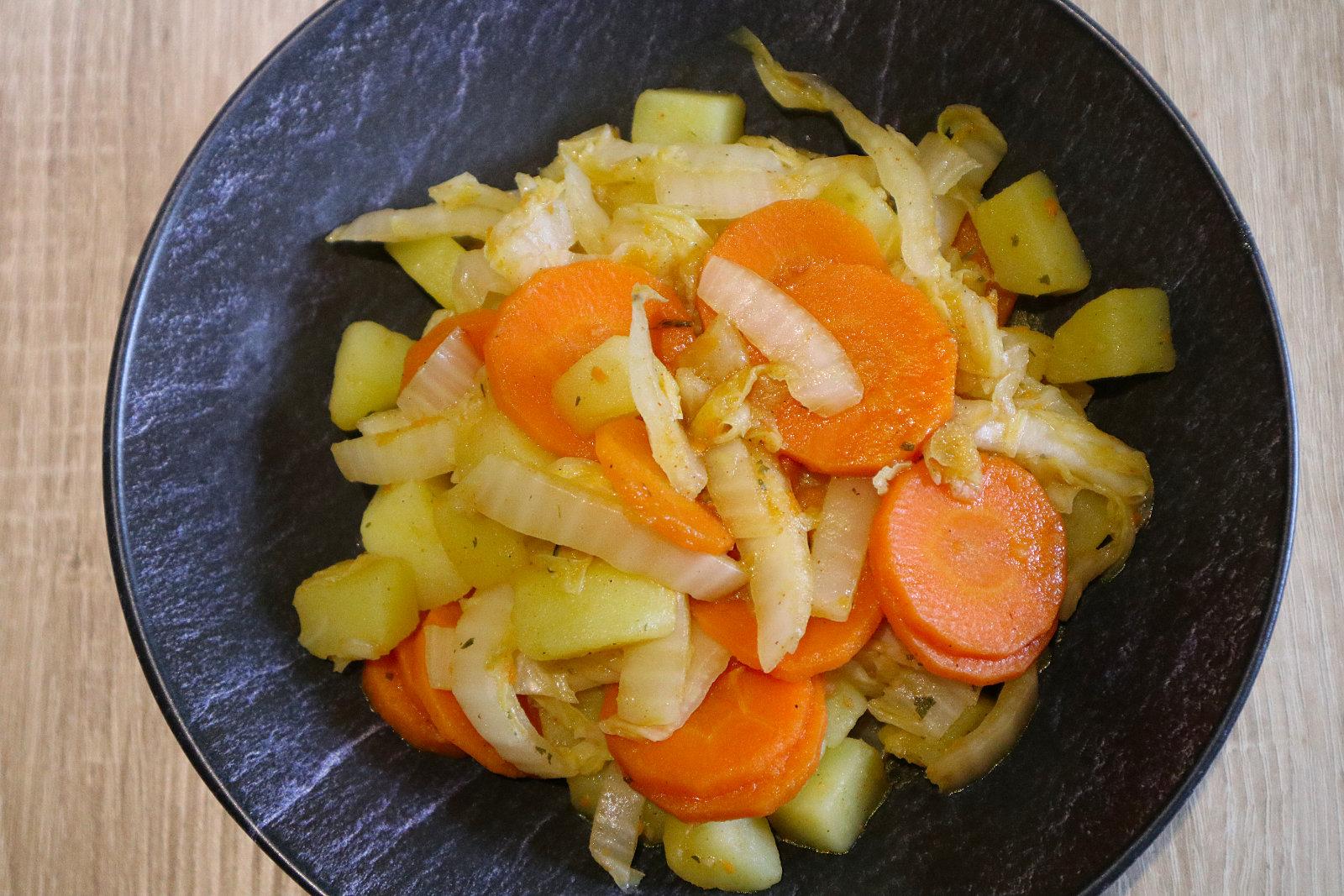 Chinakohl-Möhren-Kartoffel-Pfanne