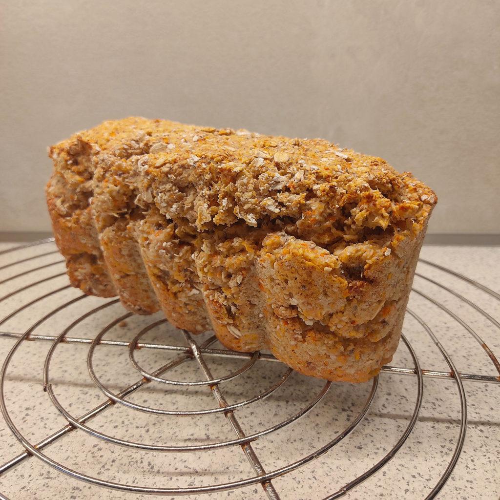 Heute habe ich ein Rezept für ein leckeres, saftiges Haferflocken-Quark-Brot für euch. Es ist histamin- und fructosearm.
