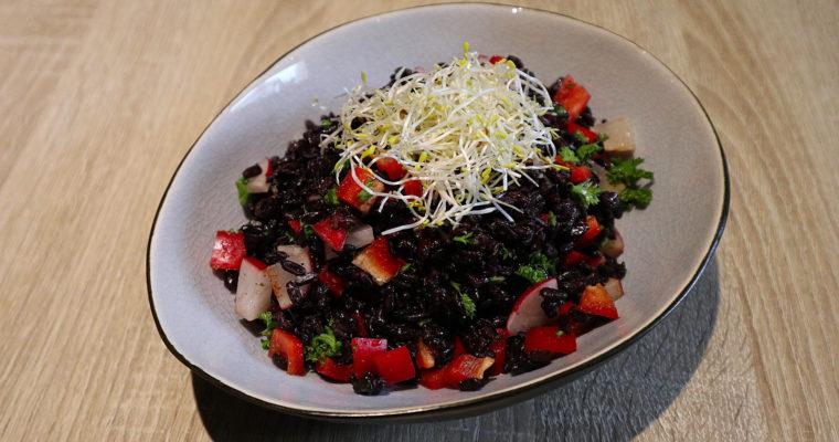 Salat mit schwarzem Reis
