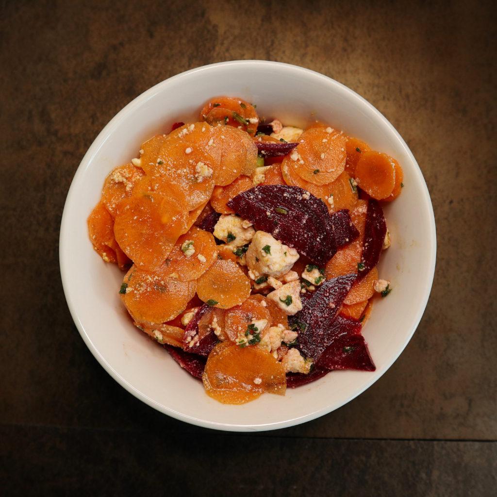 Hier habe ich eine leckere Idee für einen Rohkost-Salat für euch: Es gibt einen histaminarmen Karotten-Rote Bete-Salat.