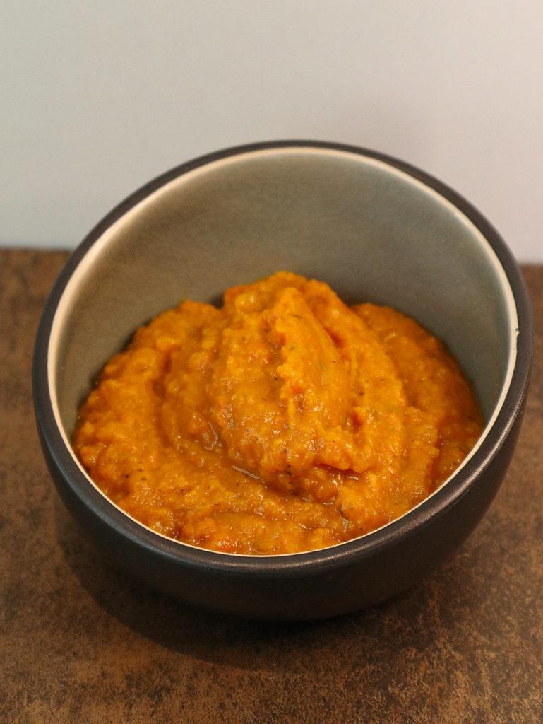 Diese Süßkartoffel-Möhren-Soße ist histamin- und fructosearm. Sie passt hervorragend zu gebratenem und gegrilltem Fleisch.