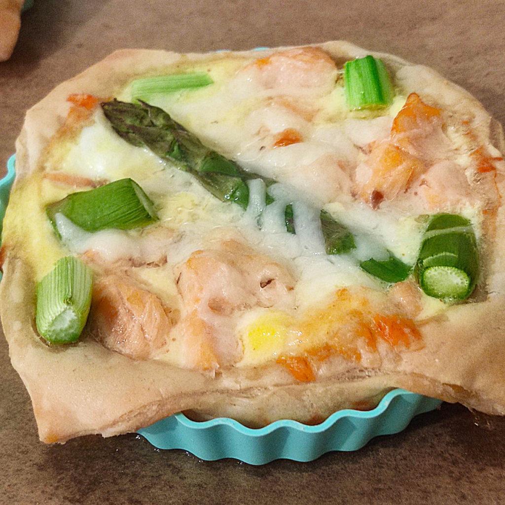 Heute habe ich leckere kleine Blätterteig-Quiche mit Spargel und Lachs für euch. Sie sind histamin- und fructosearm.