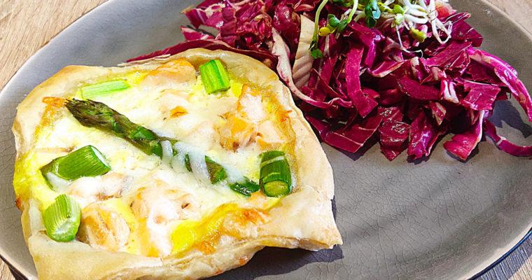 Blätterteig-Quiche mit Spargel und Lachs