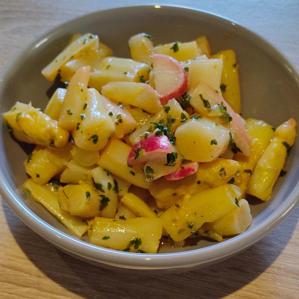 Dieser Spargel-Radieschen-Salat ist bei sommerlichen Temperaturen sehr erfrischen. Er ist histaminarm, gluten- und laktosefrei.