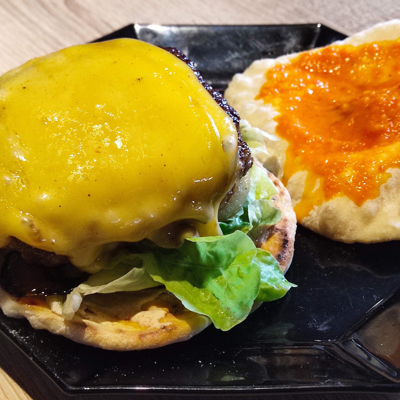 Burger mit Naan-Brot