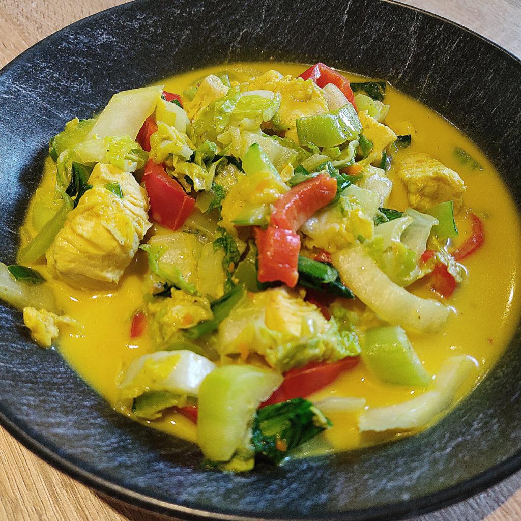 Dieses Rezept für Kokos-Suppe mit Huhn ist rein zufällig entstanden, aber total lecker! Sie ist histamin- und fructosearm zuzubereiten.