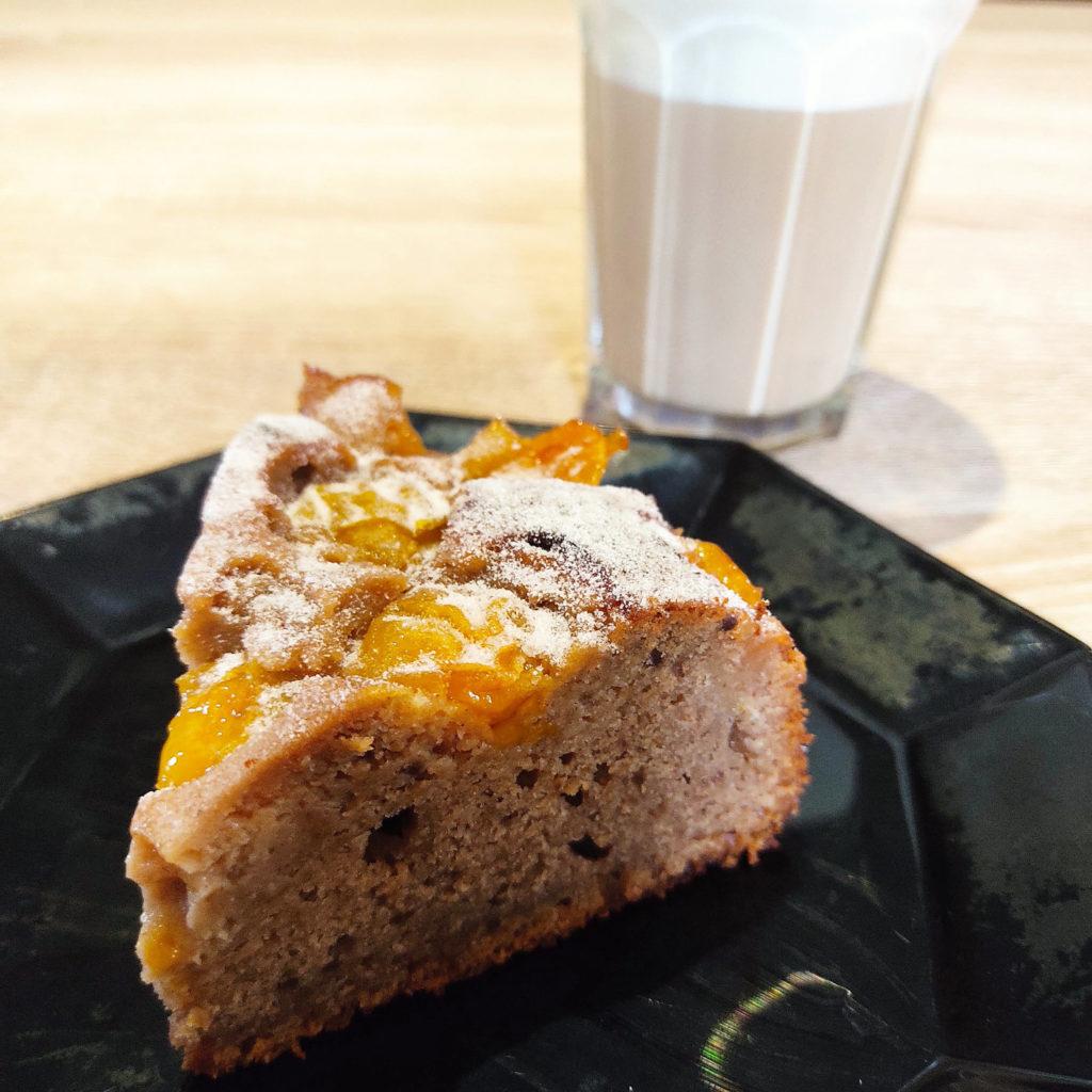 Dieser Mirabellen-Rührkuchen ist schnell gemacht und histamin- sowie fructosearm. Ihr könnt ihn auch mit Beeren zubereiten.